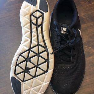 Nike Shoes - Women's Nike Flex 2016 Run